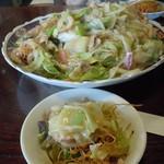 長崎亭 - 取り皿に取りながらウスターソースをお好みで!