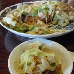 長崎亭 - 2人で食べても食べても減らない豪快な皿うどん・・・「う~苦しい~」