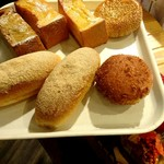 96010106 - トレーにのせてパンを選びます