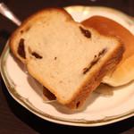 PATIO - パンはさほど美味くはないが、お代り自由なのだ。マーガリンも毎回サーブしてくれる。