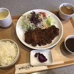 カフェレストマカイラ - 料理写真:とんかつ定食 980円