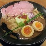 濃とんこつラーメン 一望 - 料理写真:【超濃厚の濃とんこつラーメン + とろ味玉】¥850 + ¥100