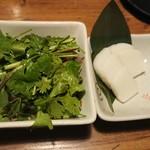 96014960 - マクロポン酢パクチー、板わさ(少し食べた)