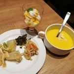 リトルモンスター - 柚子の風味が爽やかな大根の煮物、パンプキンスープやプリンパフェなど