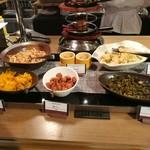 リトルモンスター - 和食コーナーには漬物各種と、無くなると新しいお料理に入れ替わる、大根の煮物や切干大根などの小鉢が