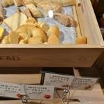 リトルモンスター - 南瓜や米粉を練り込んだ食パン、ベーグルはプレーンとチーズの2種類