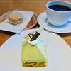グラン ダ ジュール - 料理写真:ケーキセット 700円 マカロン (ポルチーニ茸) 150円