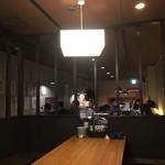 居酒家喜蔵 奈良店 - 奥が入り口とテーブル席。写真手前が店の奥で掘りごたつが2テーブル