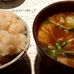 和洋割烹 しまおか - 炊き込みご飯とスープ(カレーです)