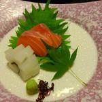 96027031 - 造り ○鮮魚二種盛り(サーモン 烏賊)