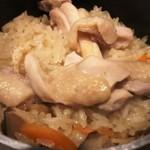 三代目 鳥メロ - 鶏釜飯:炊きたて♪