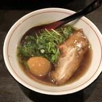 麺屋じぇにー - 鶏醤油らーめん+煮玉子