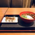 マネキダイニング - 料理写真:温玉牛カルビ丼と穴子の箱寿司をいただきました(2018.11.7)