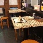 野田焼売店 - 店内テーブル席