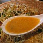 麺や 神田しらとら - 芝麻醤効果でとろんと濃厚なスープ