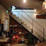 加藤商店 - 2階席があります