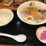 元ちゃん - 特製豚骨うましおラーメン ※ライス&漬物サービス