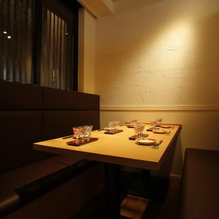 接待にも使える雰囲気の良い完全個室を2部屋完備!