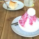 カフェ ルオント - 苺のかき氷&チーズケーキ