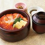 魚魯魚魯 - 鮭といくらの親子丼