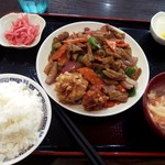 京華 - ホルモン炒め定食 唐揚げアイスコーヒー付き¥700-(税込)