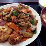 京華 - 迫力のホルモン炒め+唐揚げ