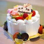 VIVANT - 料理写真:人生の中で迎えるさまざまな記念日。 誕生日はもちろん、七五三、入学・卒業式、母の日、父の日、敬老の日、結婚記念日などをVIVANTのケーキでお祝いしませんか? VIVANTでは様々な記念日に合うケーキをおつくりいたします。 お気軽にお問合せくださいませ。