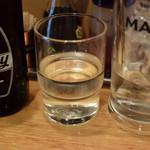 飲食笑商何屋ねこ膳 - ホッピー白、中は空いてるグラスに移植してっと!
