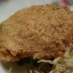 グルメハウス薔薇亭 - 連れから牡蠣フライを2個貰う