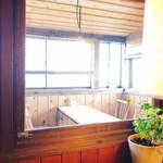 タロカフェ - 窓際席