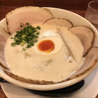ラーメン家 みつ葉 - 料理写真:豚CHIKIしおチャーシューメン(1,000円)