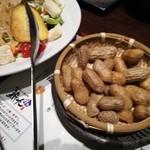 新九 - 今宵の酒の肴(茹でピーナッツ)