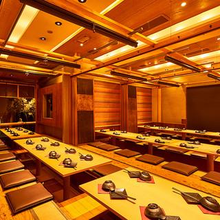 【団体宴会】穏やかな照明が照らす落ち着いた広々空間!個室完備