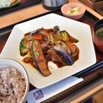 大戸屋 - 料理写真:豚バラ肉とたっぷり野菜の豆鼓炒め定食