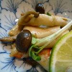 日本料理 野老 - シーフードとキノコ炒め