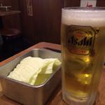 Kushikatsudengana - 生ビールと無料のキャベツ