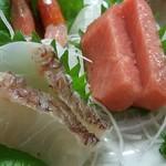 よしみ食堂 - 鯛、中トロ