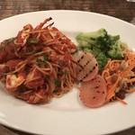 ナポリマニア - 本日のパスタ + イタリアン惣菜3種  1000円 ワタリガニのトマトソースパスタ
