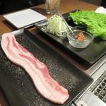 琉球ビーフ&ビア - あぐー豚の野菜巻き