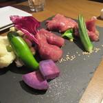 琉球ビーフ&ビア - 赤身3種と野菜