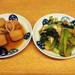 96084956 - いか里芋いも煮(¥150)、小松菜の煮浸し(¥150)