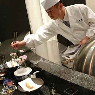 店主-足木雅彦氏は日本料理の両方の修業を経験した二刀流。
