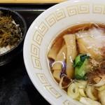 96086591 - 醤油ラーメンと高菜ご飯のセット
