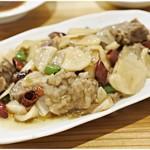 老酒舗 - 牛肉と発酵大根香辣炒め 800円 イチオシ!沢庵の絶妙な塩気がいい味出してるのです。
