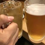 96091342 - ウーロンハイとノンアルコールビールで乾杯。