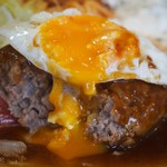 淀ヤ食堂 - ハンバーグと海老フライの定食(ハンバーグ&半熟目玉焼き)