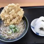 おべんとうのヒライ - 熱響ごぼう天そば=350円 おにぎり 2個=160円