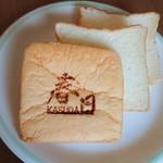 96094436 - 耳まで柔らかい春日食パン