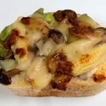 ブーランジェリー クク - クルミチーズパンのタルティーヌ