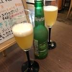 LOCAL BAR 新栄EIGHT - ニュートン 毎回飲む青リンゴフレーバーのビール。甘ったるくなく、程よく甘いのが気に入っている♪フレーバーによって、ビール独特の苦みが得意でない私もおいしくいただけますっ!! 2018/10/31